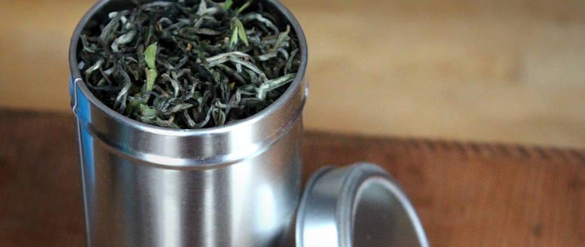 conservation du thé dans une boite en métal