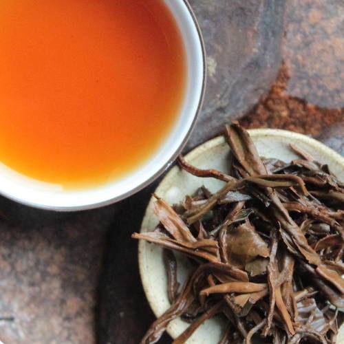 thé rouge chine grandes feuilles
