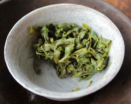 Thé vert Mao Feng infusé dans un gaiwan