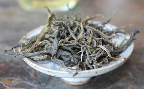 feuilles de thé du Népal , récolte de printemps