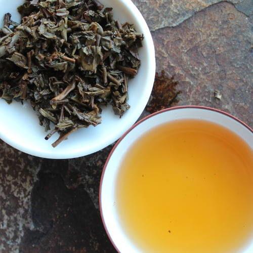 infusion de thé au gaiwan thé xiaguan tea factory