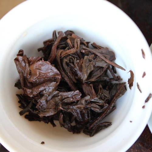 feuilles de veux thé pu erh en brique
