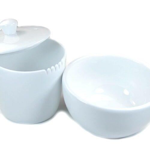 tasse et mug avec couvercle et dents