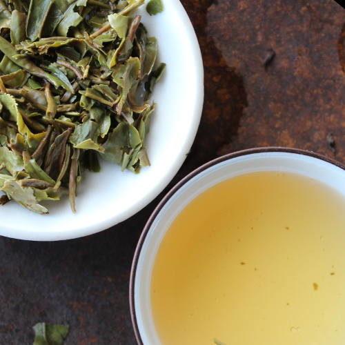 feuilles de thé infusées Darjeeling de printemps