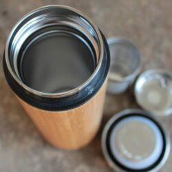 ouverture du thermos à thé avec ses 2 filtres