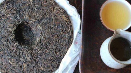 Infusion, galette et tasse de puerh vert
