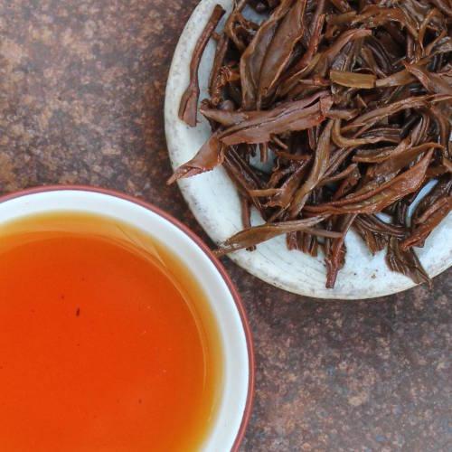 feuilles infusées de thé rouge/noir de Chine Yunnan