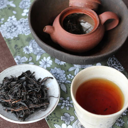 infusion en théière de wulong Hong Mixiang de Wawee